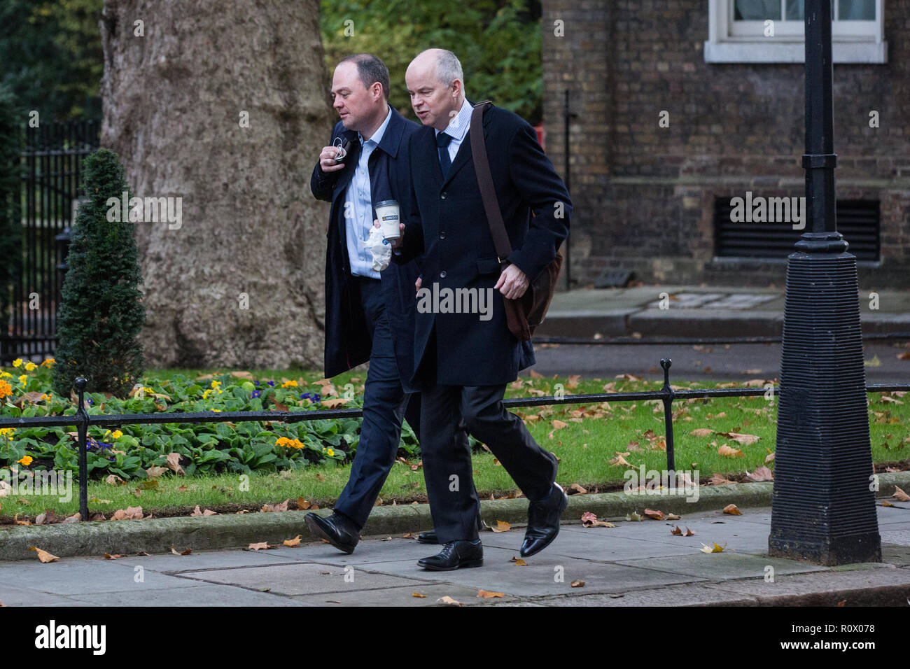 London, UK. 6th November, 2018. James Slack, No. 10 official spokesman, and Robbie Gibb, director of communications, arrive at 10 Downing Street befor - Stock Image