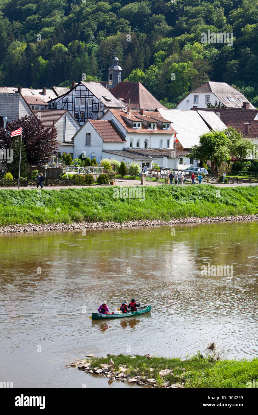 Canoe paddlers on Weser river, Bad Karlshafen, Upper Weser Valley,  Weser Uplands, Weserbergland, Hesse, Germany, Europe - Stock Image