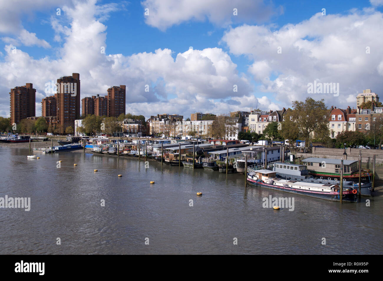 House boats on the River Thames at Cheyne Walk, London - Stock Image
