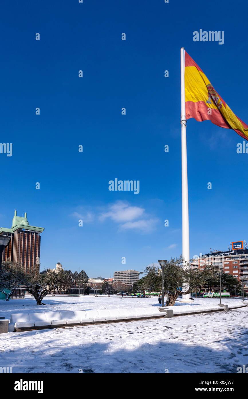 Plaza de Colón, Jardines del Descubrimiento, with the Colon Towers by Antonio Lamela. Madrid, Spain - Stock Image