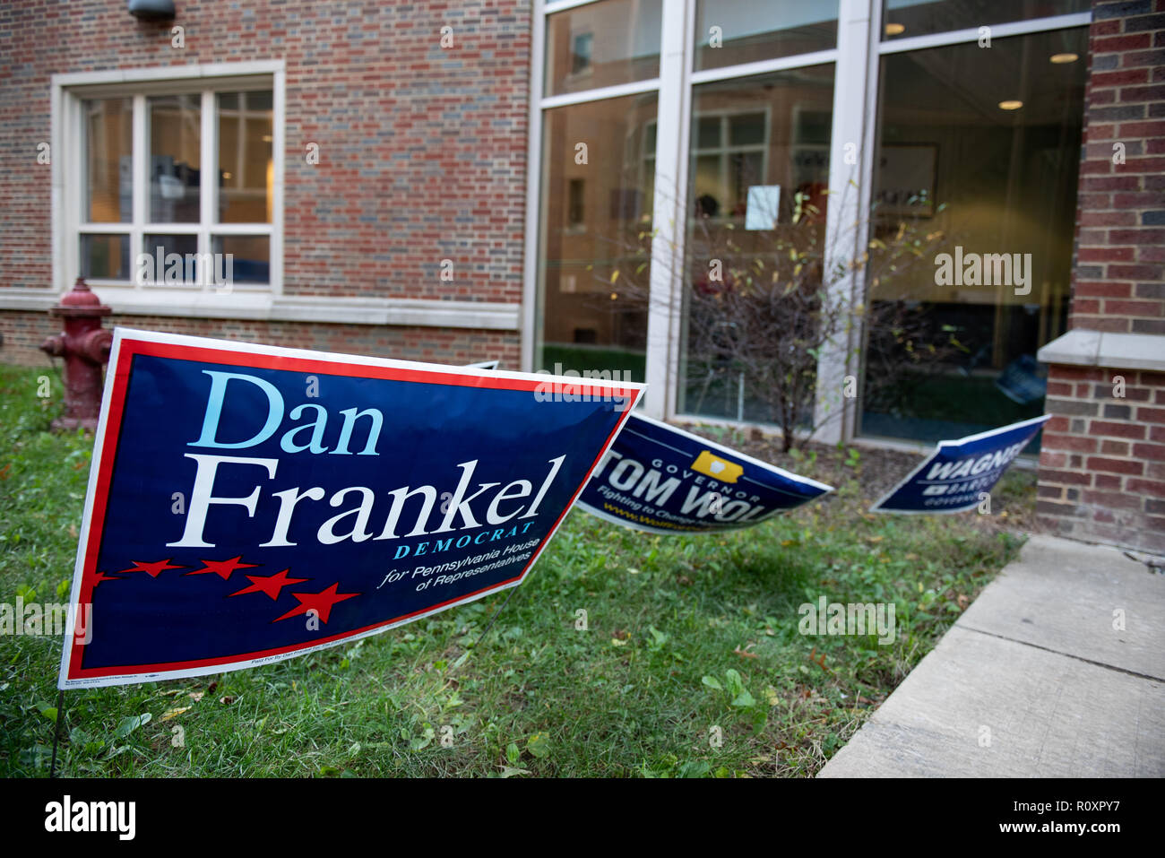 Yard signs are seen hanging during the midterm elections in Pittsburgh, PA in the aftermath of the Tree of Life shootings. - Stock Image