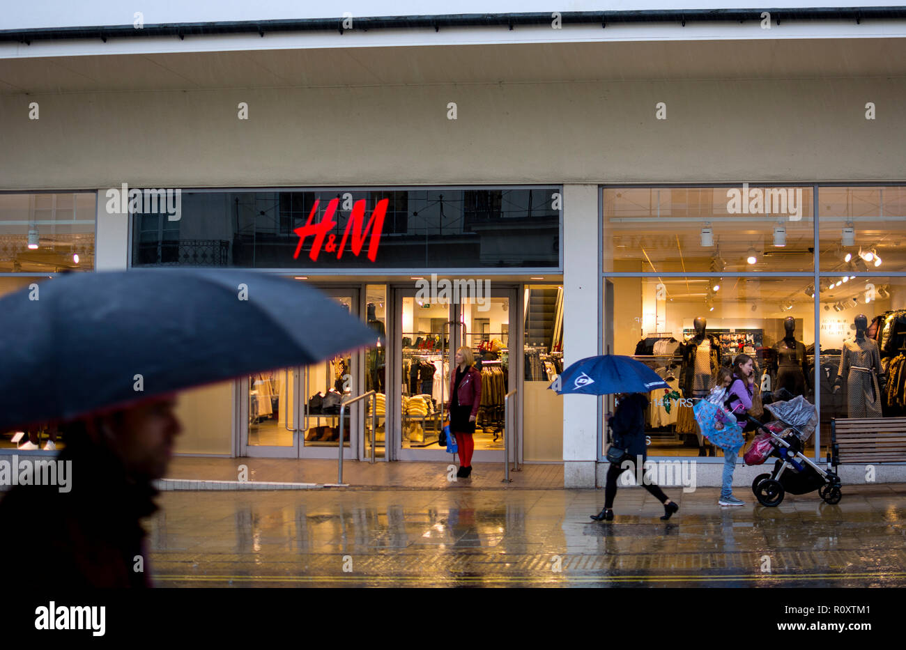 H&M store in The Parade, Leamington Spa, Warwickshire, England, UK - Stock Image