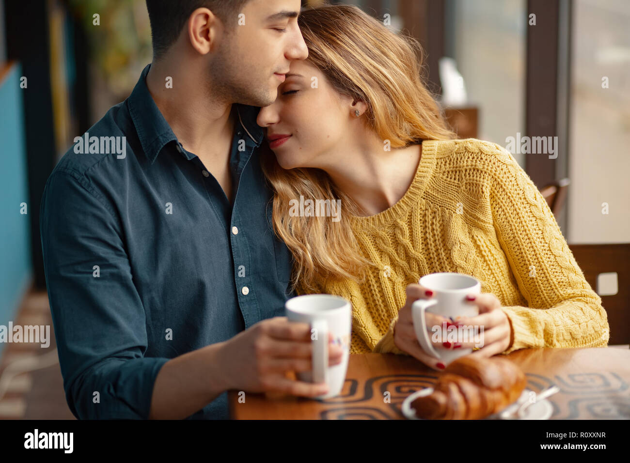 Kiss Cafe dating