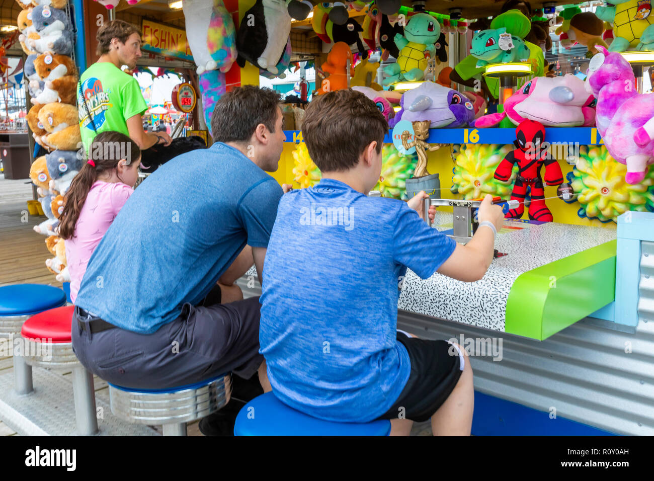 Fun and games on the boardwalk at the ocean. - Stock Image