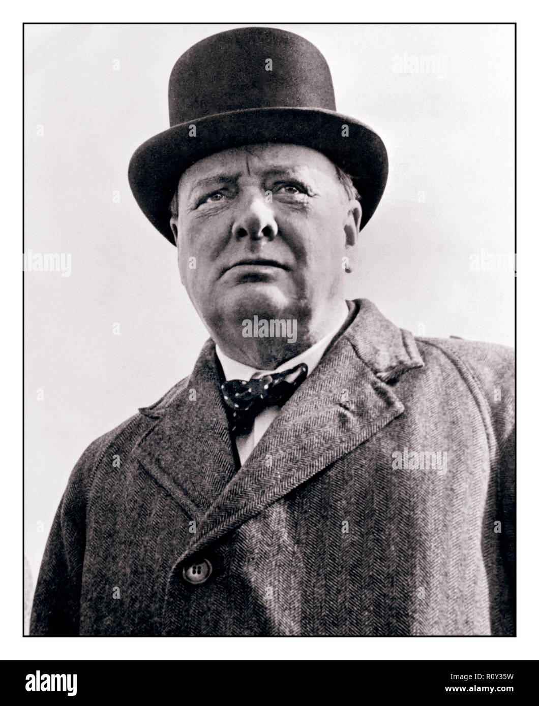 WINSTON CHURCHILL  PORTRAIT WW2 WORLD WAR 2 vintage image of  Sir Winston Leonard Spencer-Churchill a British politician, army officer, and writer, who was Prime Minister of the United Kingdom from 1940 to 1945 and again from 1951 to 1955. As Prime Minister, Churchill led Britain to victory in WW2 the Second World War - Stock Image