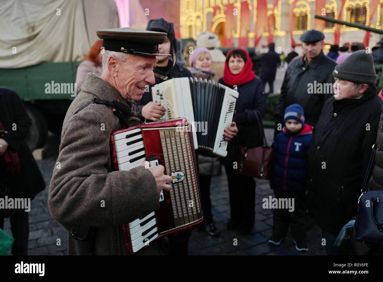 Moscow, Russia  7th Nov, 2018  An actor sings songs to mark the