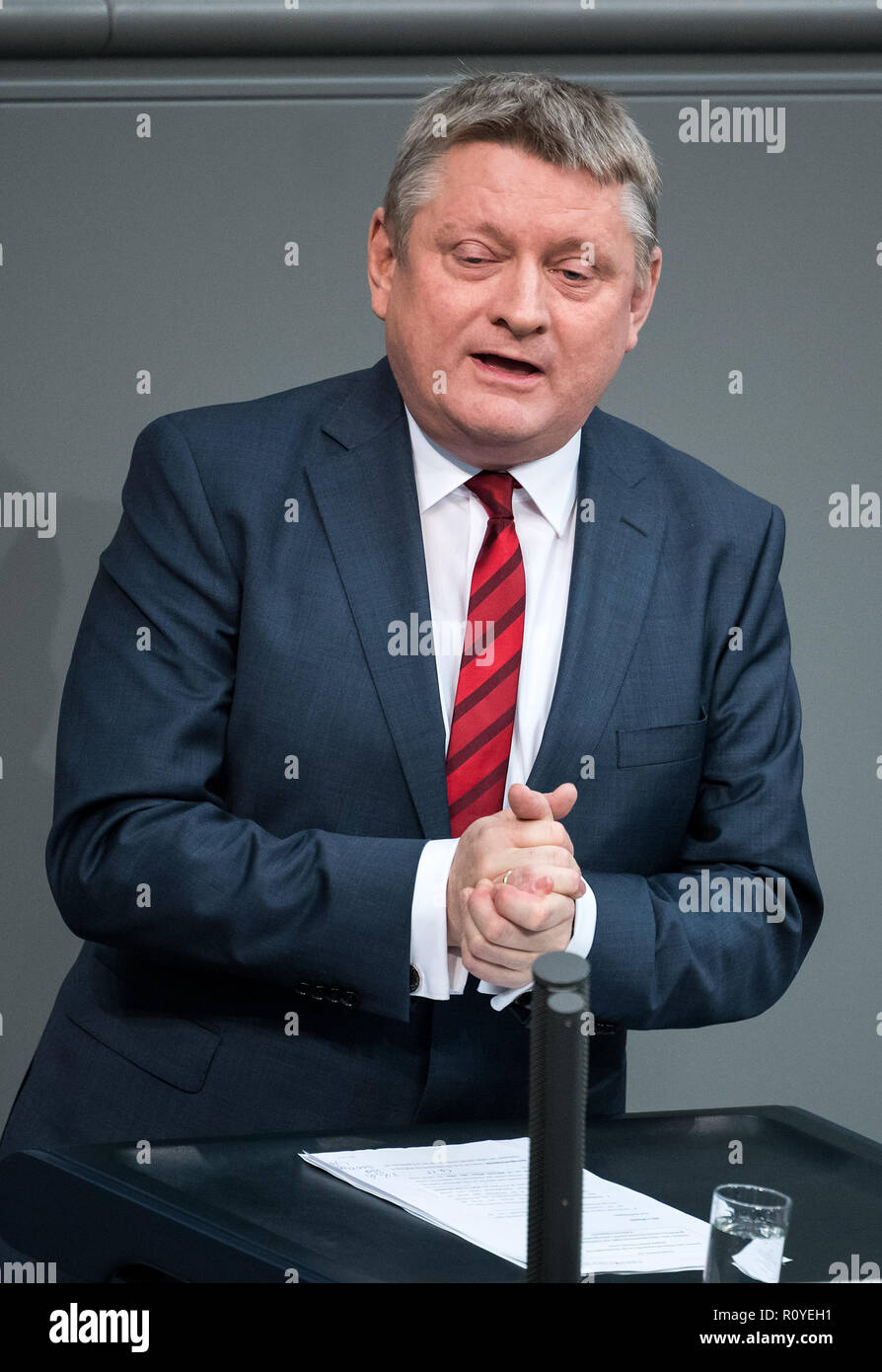 08 November 2018, Berlin: Hermann Gröhe (CDU) will speak during the plenary session of the German Bundestag. Topics of the 61st session of the 19th legislative period include the pension package introduced by the Federal Government, additional safe countries of origin, tax relief for families, changes in asylum law, accelerated traffic planning and a current hour on the INF (Intermediate Range Nuclear Forces) nuclear disarmament treaty. Photo: Bernd von Jutrczenka/dpa - Stock Image
