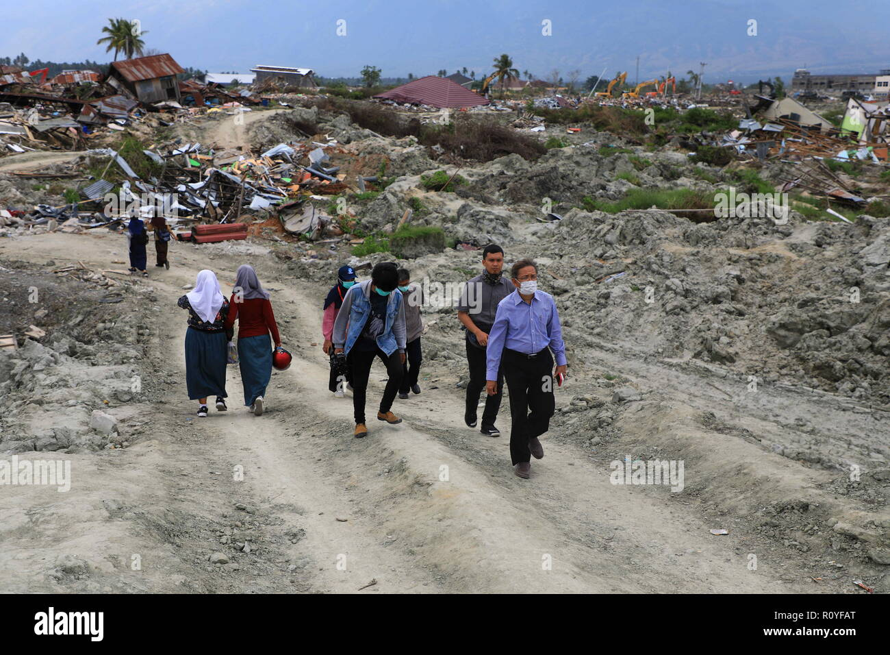Palu, Central Sulawesi, Indonesia. 1st Nov, 2018. Head of the Indonesian Geospatial Information Agency, Mr. Hasannudin Z. Abidin seen reviewing the locations of the earthquake and liquefaction in Petobo, Palu as they plan to begin the project of making a basic map implemented by the Indonesian Geospatial Information Agency.A deadly earthquake measuring 7.5 magnitude and the tsunami wave caused by it has destroyed the city of Palu and much of the area in Central Sulawesi. According to the officials, the death toll from the devastating earthquake and tsunami has risen to 2088, around 5000 Stock Photo