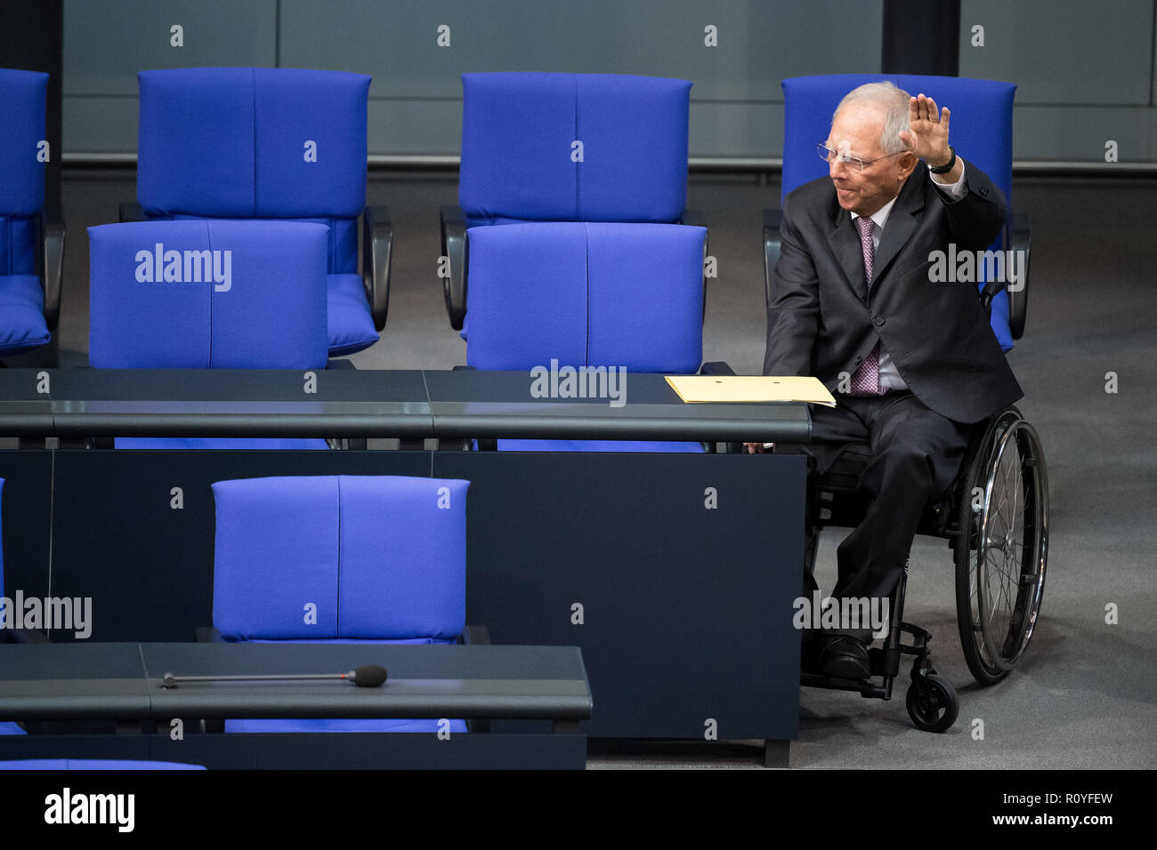 Berlin, Germany. 08th Nov, 2018. Bundestag President Wolfgang Schäuble (CDU) raises his left arm in a vote during the plenary session of the German Bundestag. Topics of the 61st session of the 19th legislative period include the pension package introduced by the Federal Government, additional safe countries of origin, tax relief for families, changes in asylum law, accelerated traffic planning and a current hour on the INF (Intermediate Range Nuclear Forces) nuclear disarmament treaty. Credit: Bernd von Jutrczenka/dpa/Alamy Live News Credit: Bernd von Jutrczenka/dpa/Alamy Live News - Stock Image
