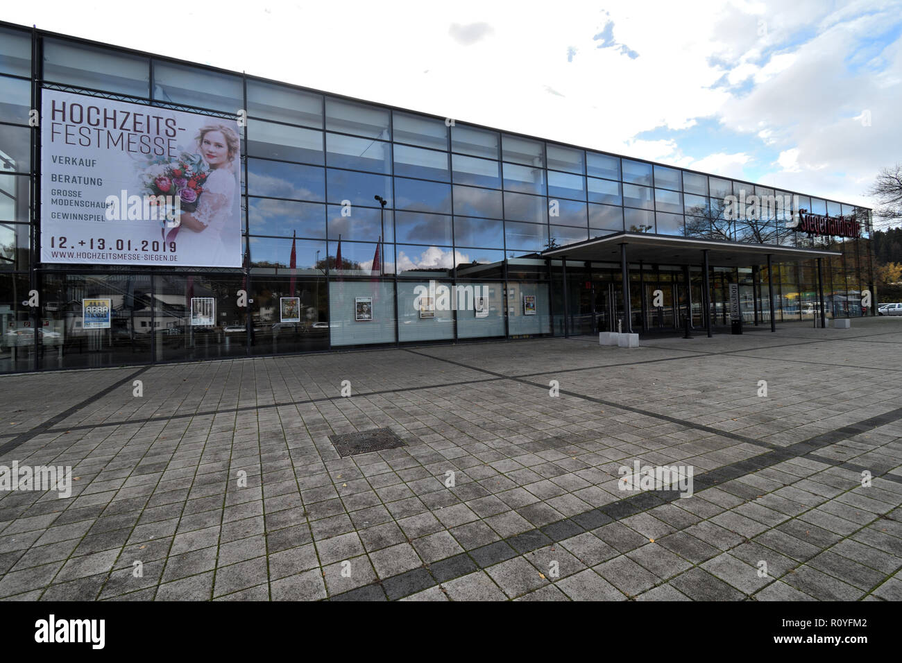 Siegen, Germany. 08th Nov, 2018. The Siegerlandhalle is the site of a trial against 30 defendants for mistreatment of refugees. Credit: Henning Kaiser/dpa/Alamy Live News - Stock Image