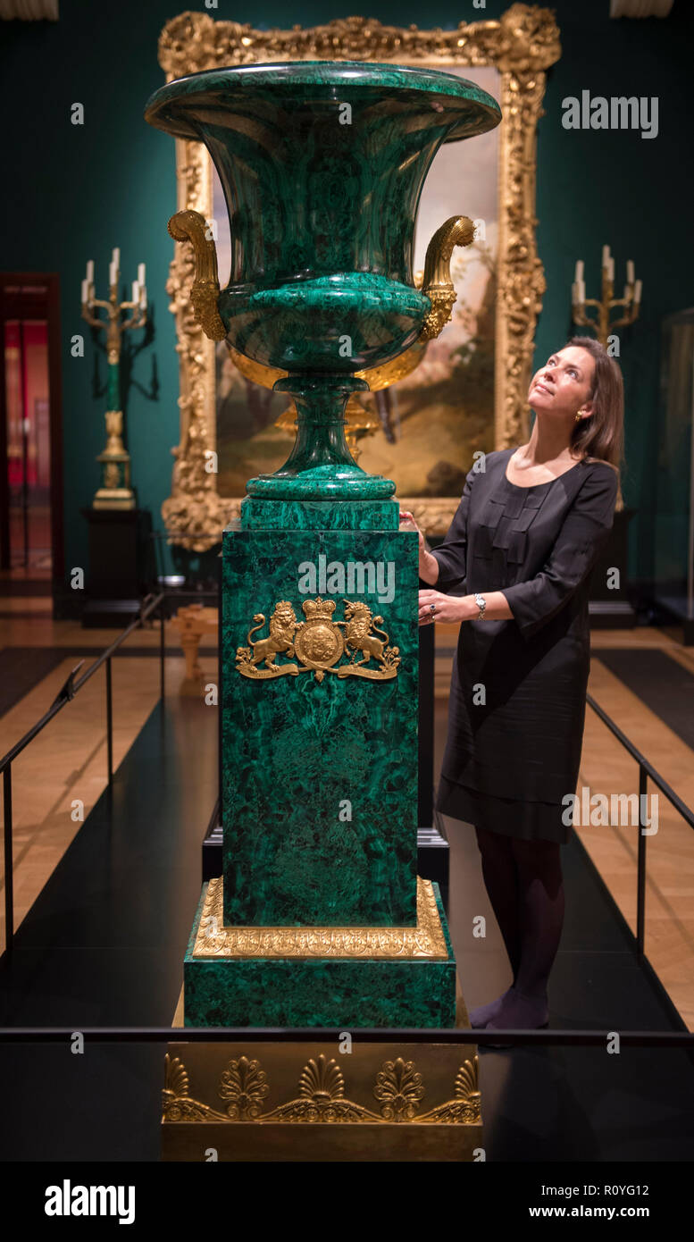 The Queen's Gallery, Buckingham Palace, London, UK. 8 November, 2018. Russia: Royalty & the Romanovs exhibition examines links between the royal houses of Britain and Russia over 300 years beginning with Peter the Great's visit to Britain in 1698. Image: Green Malachite vase from Nicholas I to Queen Victoria. Credit: Malcolm Park/Alamy Live News. - Stock Image
