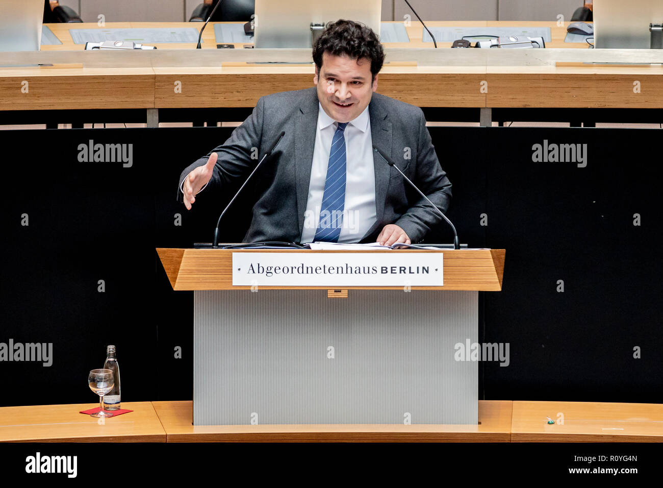 Berlin, Germany. 08th Nov, 2018. Gideon Joffe, Chairman of the Jewish Community of Berlin, speaks at the commemoration ceremony in the House of Representatives for the 80th anniversary of the November pogroms of 1938. Credit: Christoph Soeder/dpa/Alamy Live News - Stock Image