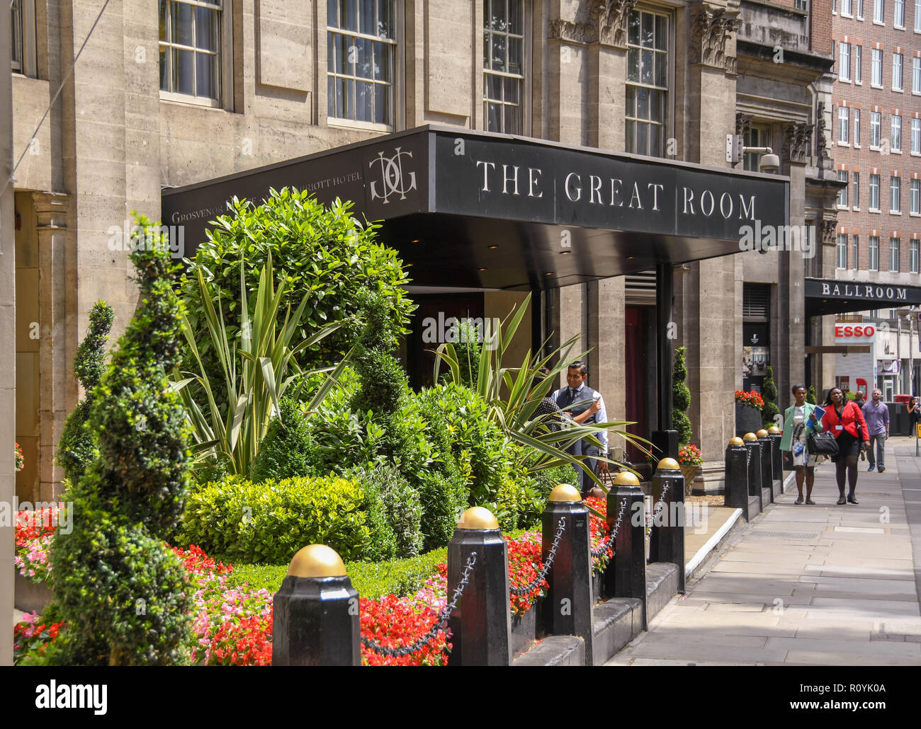 Exterior view of the entrance to The Great Room at the Grosvenor Hotel on Park Lane, London - Stock Image