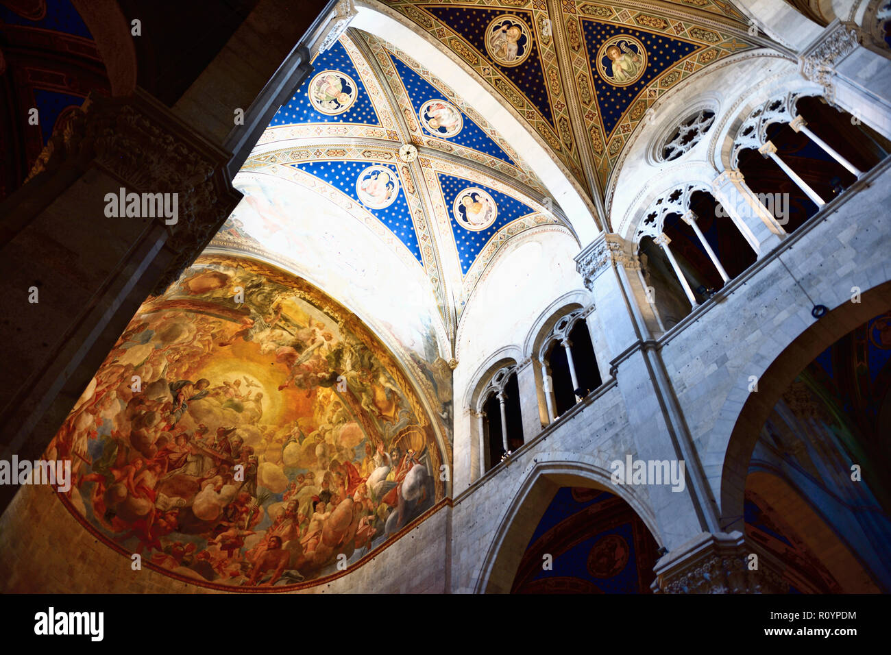 Painted ceilings and vaulting in Cattedrale di San Martino. Lucca, Province of Lucca, Tuscany, Italy, Europe - Stock Image