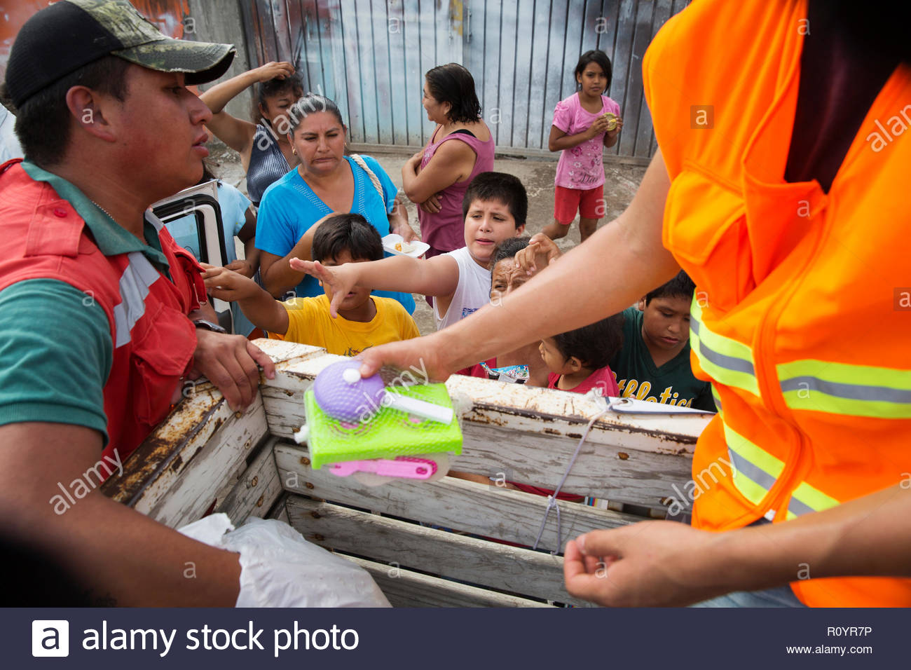 volunteers giving out food and supplies to children and residents of the small mexican town of Jojutla, after it was hit by a huge earthquake - Stock Image