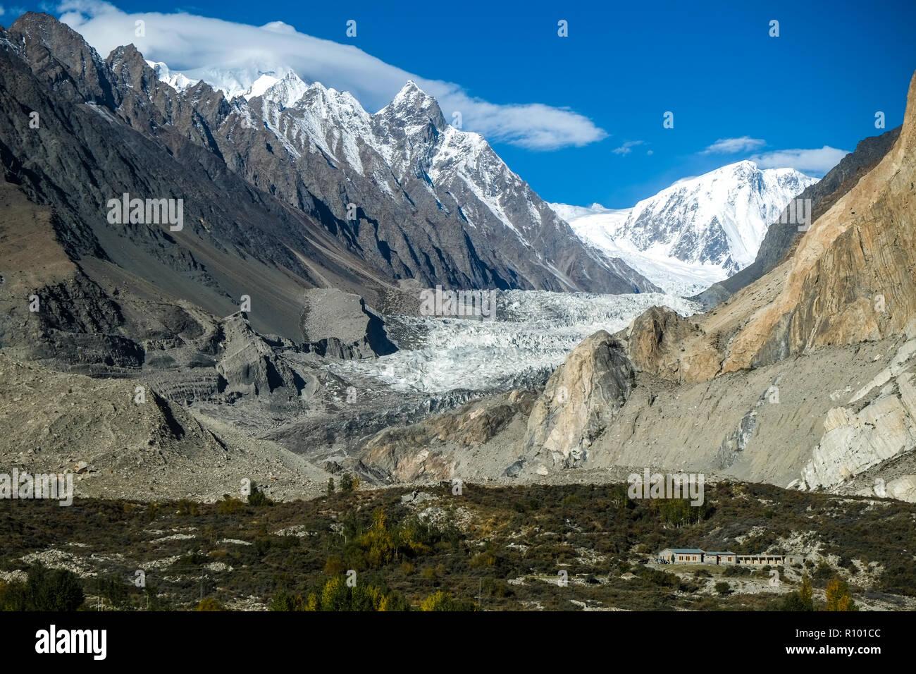 Passu glacier surrounded by mountains in Karakoram range. Gilgit-Baltistan, Pakistan. - Stock Image