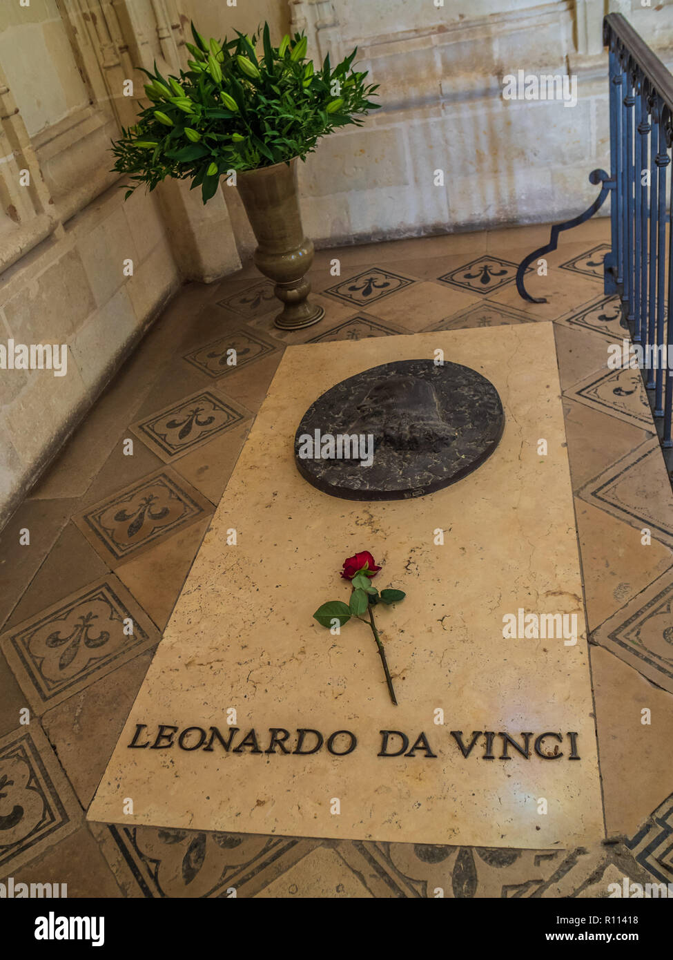 Leonardo Da Vinci Tomb In Chateau D Amboise Stock Photo Alamy