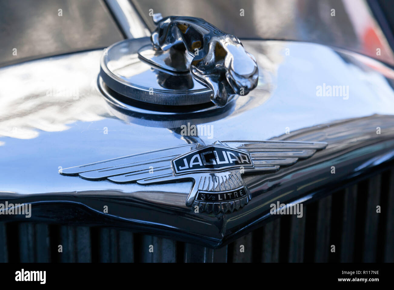 Close-up of a leaping Jaguar radiator cap mascot and Bonnett badge, on a 1950 Jaguar Mark V Saloon, on display at the Regents Street Motor Show 2018 Stock Photo