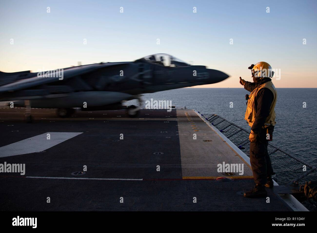 A U.S. Marine Corps AV-8B Harrier fighter jet, takes off from the flight deck of the Wasp-class amphibious assault ship USS Kearsarge during Carrier Strike Group composite training unit exercise operations October 31, 2018 in the Atlantic Ocean. - Stock Image