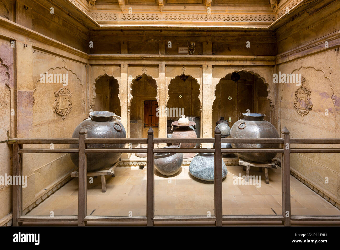 Display of antique kitchen utensils at the Patwon-ki-Haveli in the desert town of Jaisalmer in the state of Rajasthan in western India - Stock Image