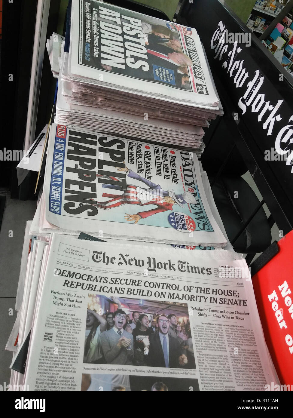 Headlines of New York newspapers report on Wednesday, November 7, 2018 about the previous days mid-term elections in which the Democrats gained control of the House but the Republicans gained more seats in the Senate.  (© Richard B. Levine) - Stock Image