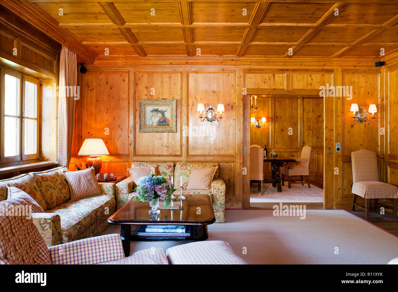 Living Room With Wood Panelling Stock Photo Alamy