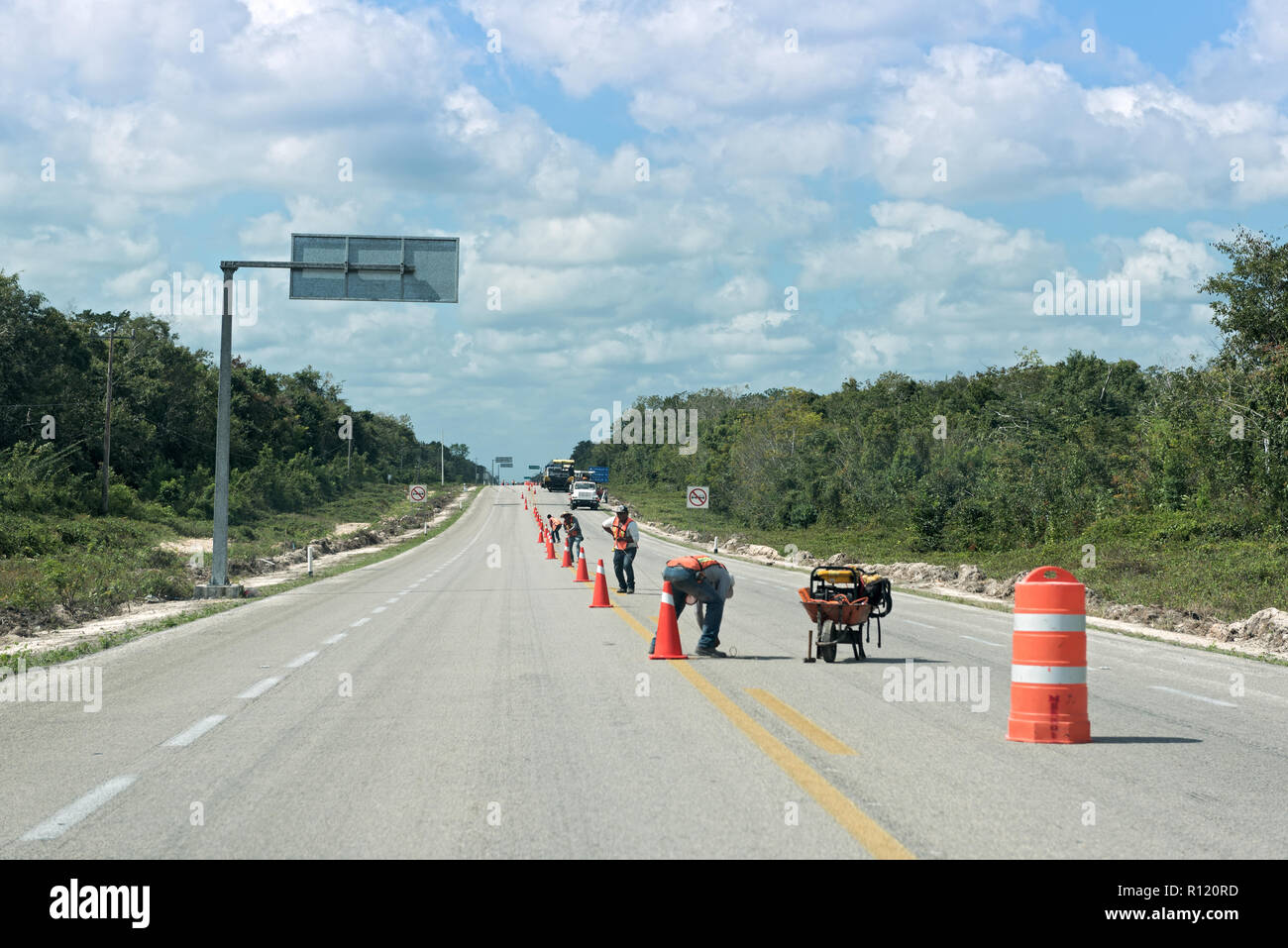 road works on the 307 road near bacalar, quintana roo, mexico. - Stock Image