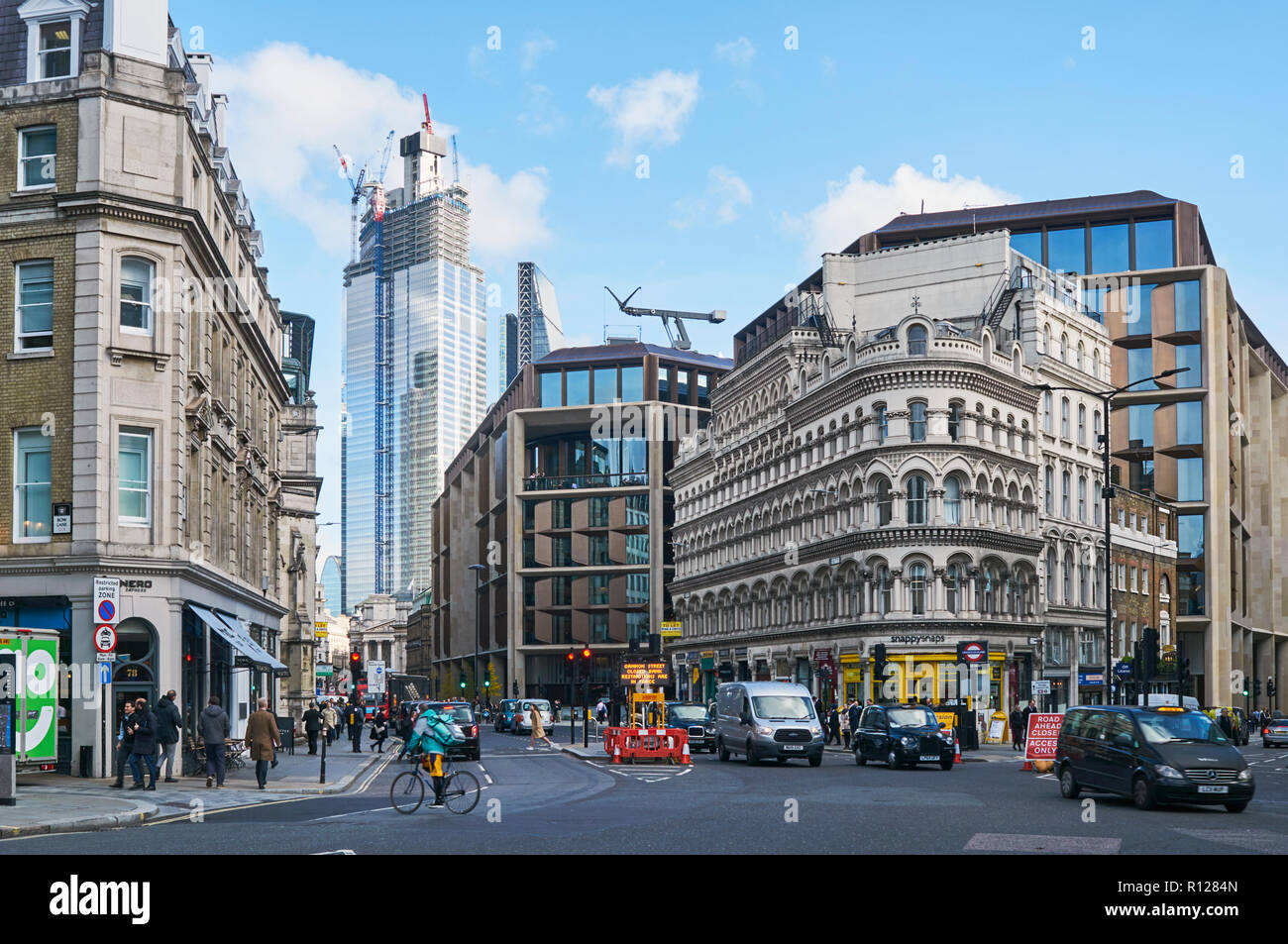 Mansion House in the City of London, UK, at the junction of Queen Victoria Street and Cannon Street - Stock Image