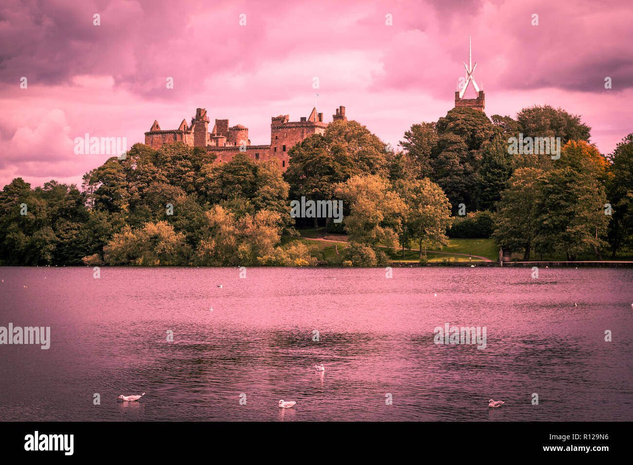 St. Michael's Church and Linlithgow Palace in Linlithgow, Scotland Stock Photo
