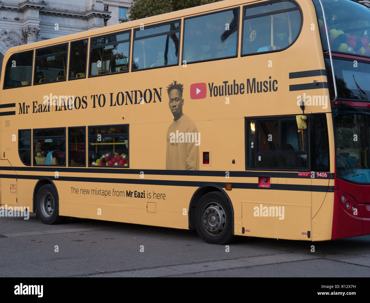 London, 8th November 2018. Mr Eazi, singer songwriter from Nigeria, with a tremendous following and viewing on YouTube is releasing the album 'Lagos to London' on 9th November. The mixtape has 15 tracks of African tradition, Afrobeat and R&B. The celebration of the new record starting at Marble Arch today. Credit: Joe Kuis / Alamy Live News - Stock Image