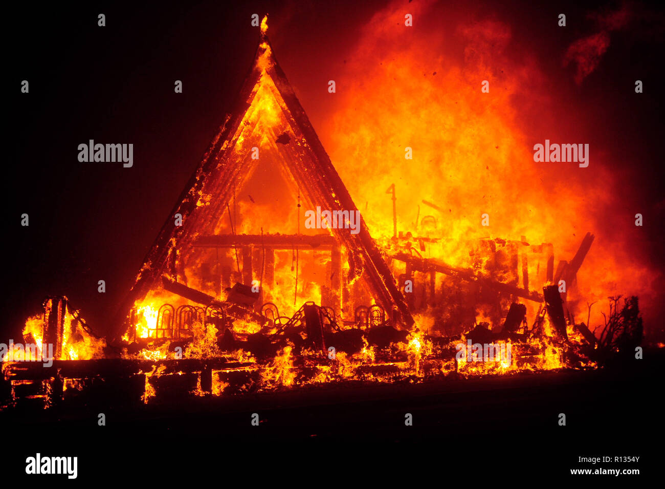 Paradise, California, USA. 8th Nov, 2018. The Camp Fire raged through the town of Paradise in Butte County Thursday. Dozens of businesses and home were destroyed as the fire moved faster than firefighters could react to it. Credit: Neal Waters/ZUMA Wire/ZUMAPRESS.com/Alamy Live News - Stock Image