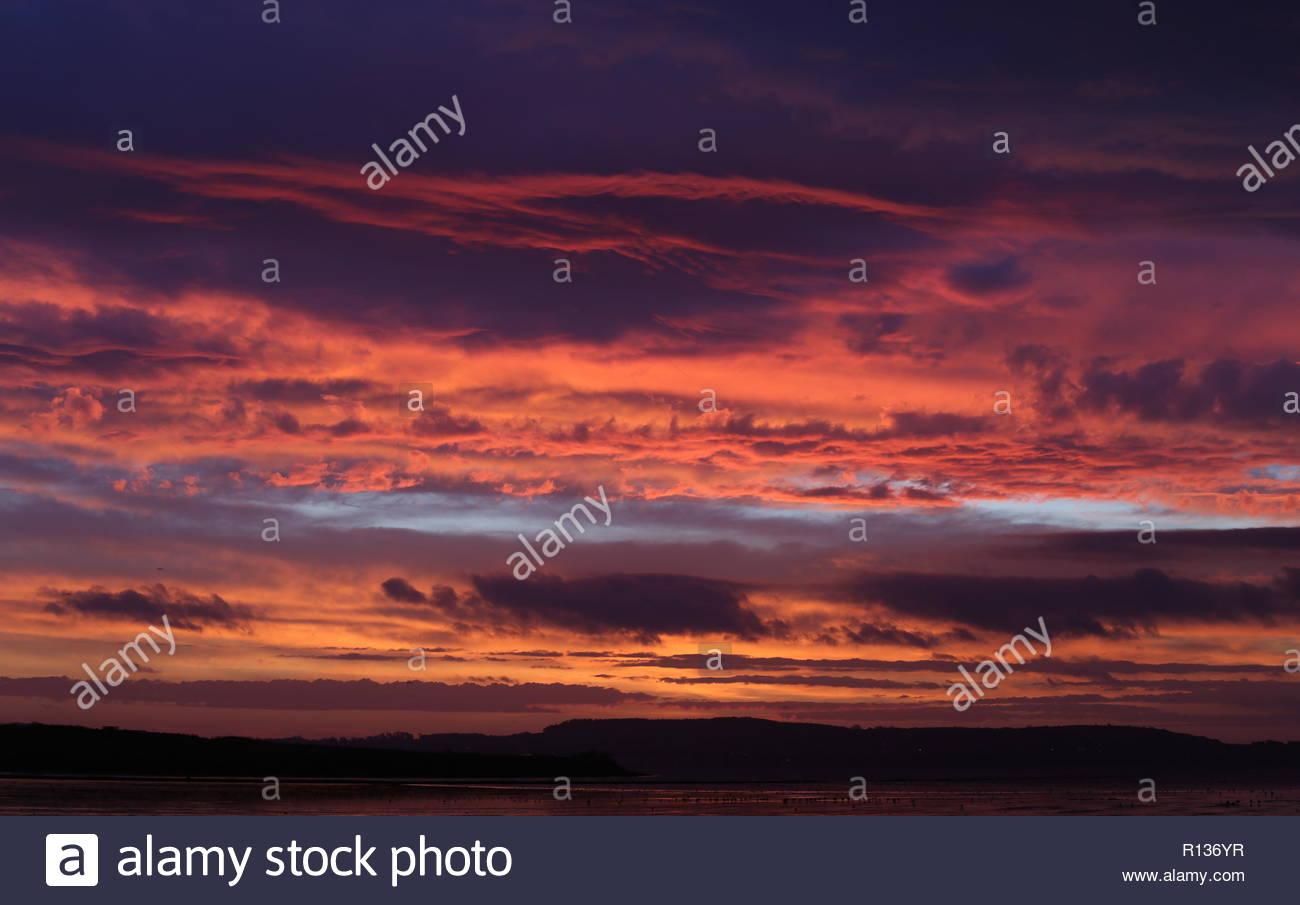 dundee uk 9th november 2018 sunrise over tay estuary a dramatic