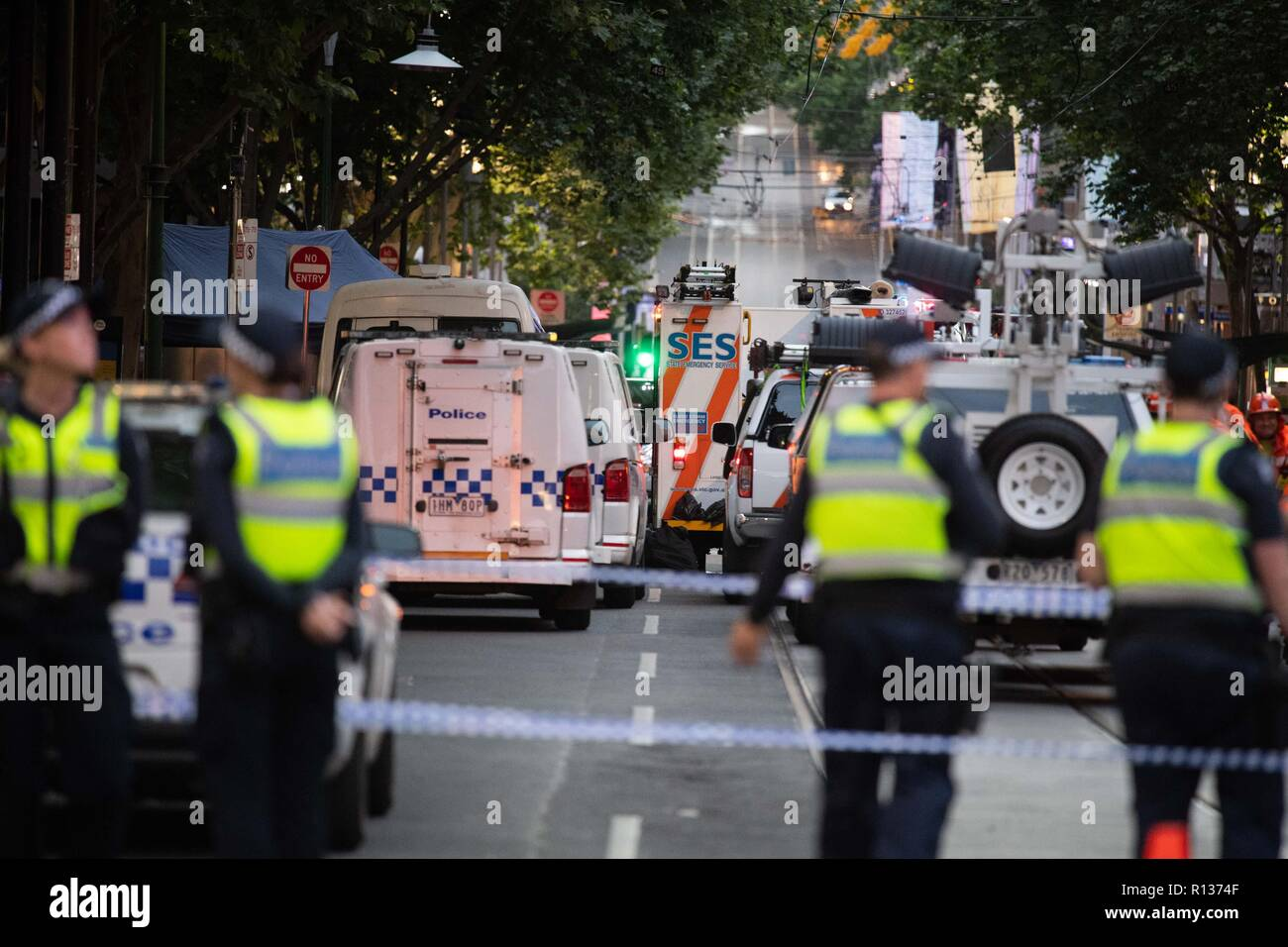 Melbourne, Australia. 9th Nov, 2018. Policemen guard at the site where a man attacked others in Melbourne, Australia, on Nov. 9, 2018. One person died from stab wounds and at least two others were treated for injuries in an attack in downtown of Australia's Victoria state capital Melbourne late Friday afternoon, according to police. Credit: Bai Xue/Xinhua/Alamy Live News - Stock Image