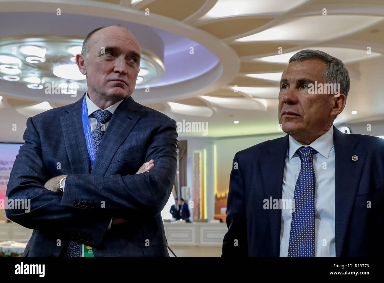 Petropavlovsk, Kazakhstan. 09th Nov, 2018. PETROPAVLOVSK, KAZAKHSTAN - NOVEMBER 9, 2018: The Governor of Russia's Chelyabinsk Region Boris Dubrovsky (L) and the President of Russia's Republic of Tatarstan Rustam Minnikhanov before a plenary meeting at the 15th Russia-Kazakhstan Interregional Cooperation Forum, in Petropavlovsk (Petropavl), North Kazakhstan Region. Mikhail Metzel/TASS Credit: ITAR-TASS News Agency/Alamy Live News - Stock Image