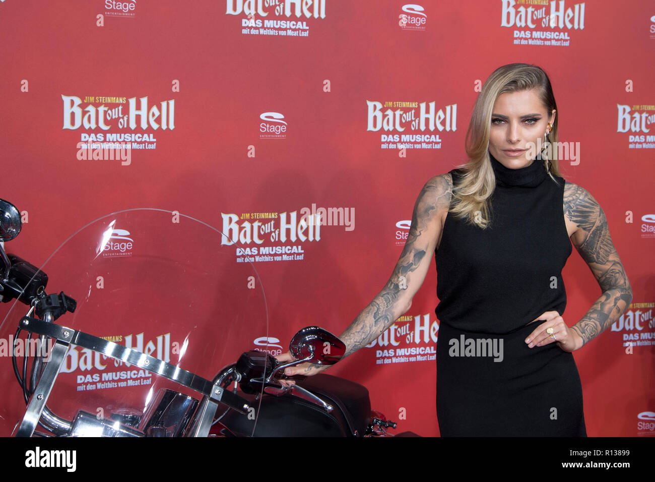 Sophia THOMALLA, actress, red carpet, Red Carpet Show, Germany premiere of the musical 'Bat out of Hell' at the Metronom Theater in Oberhausen, 08.11.2018, | usage worldwide - Stock Image