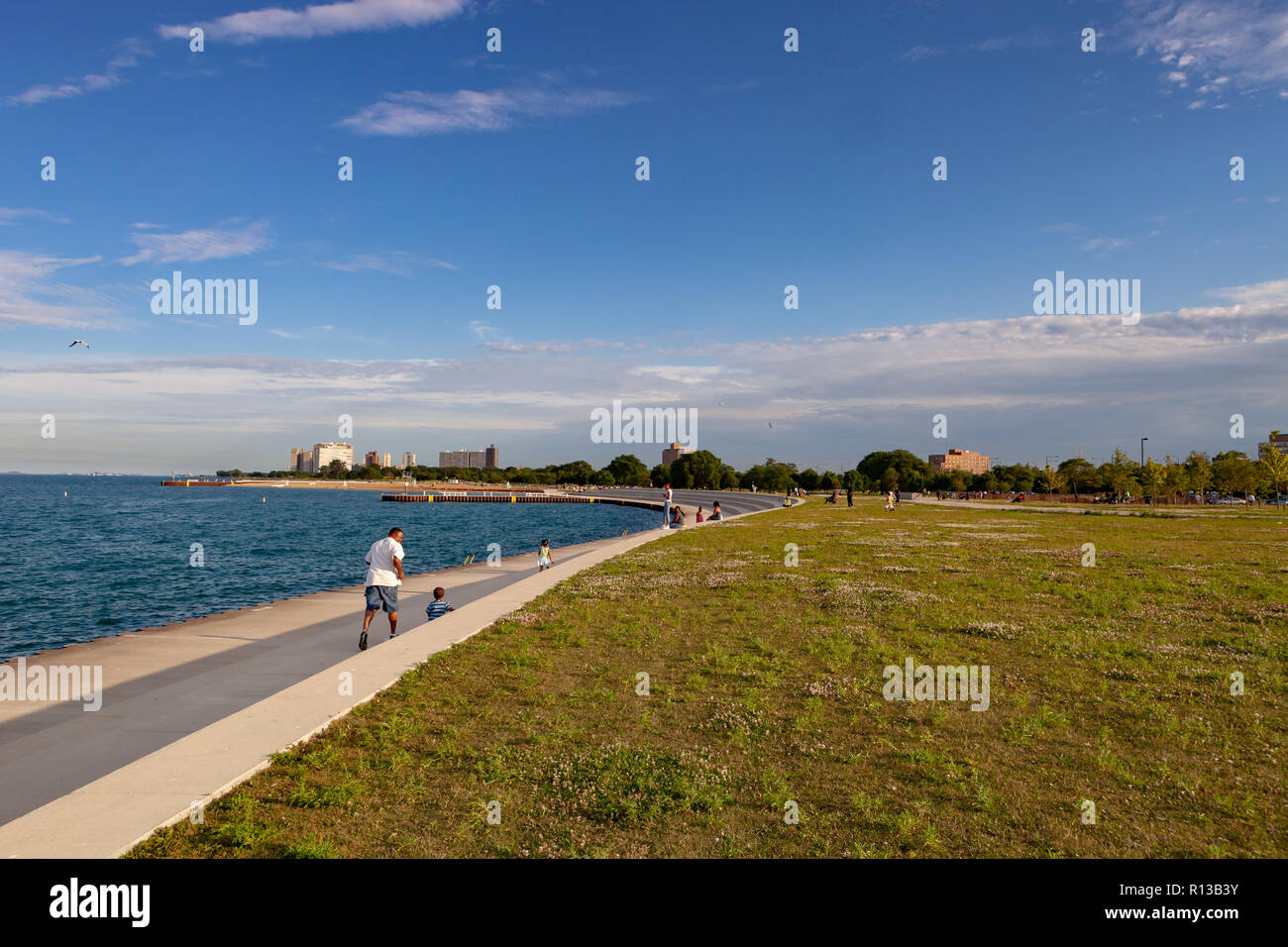 Jogging at Lake Michigan lakefront on the South Side of Chicago, Illinois. - Stock Image