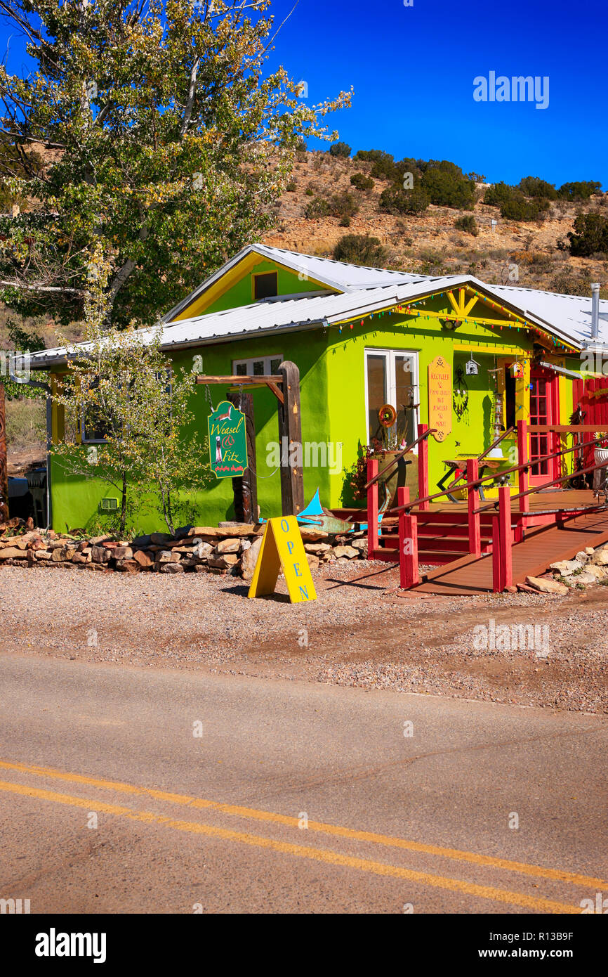 Weasel & Fritz recycled art and local folk art store on the east side of highway NM-14 in dowtown Madrid, New Mexico - Stock Image