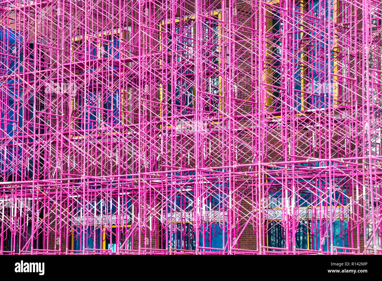 Pink scaffolding, Bangkok, Thailand - Stock Image