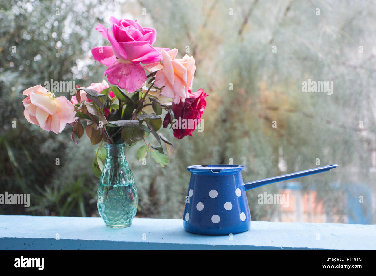 Enjoy some free time on the terrace with roses bouquet - Stock Image