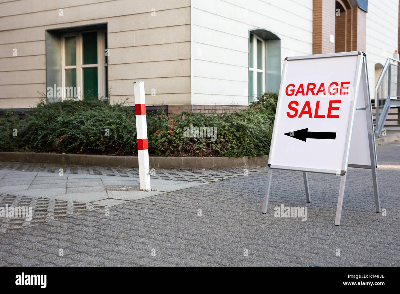 Garage Sale Stock Photos & Garage Sale Stock Images - Alamy