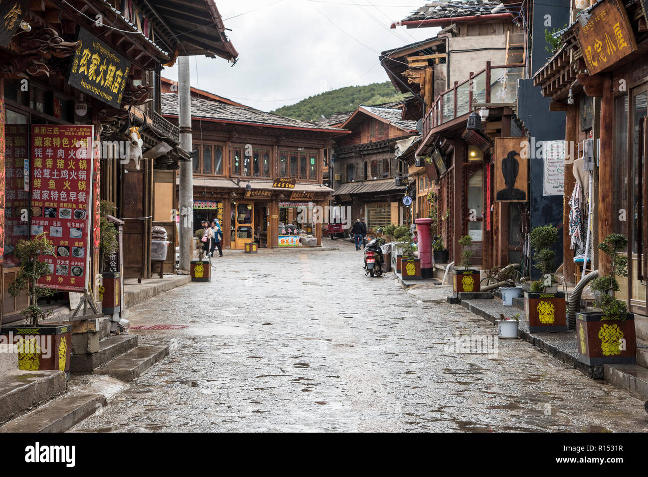 An old cobbles street in the ancient Chinese town called Zongdian later renamed Shangri -La. China - Stock Image