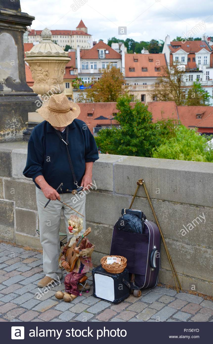 Puppeteer with puppet on Charles Bridge in Prague - Stock Image