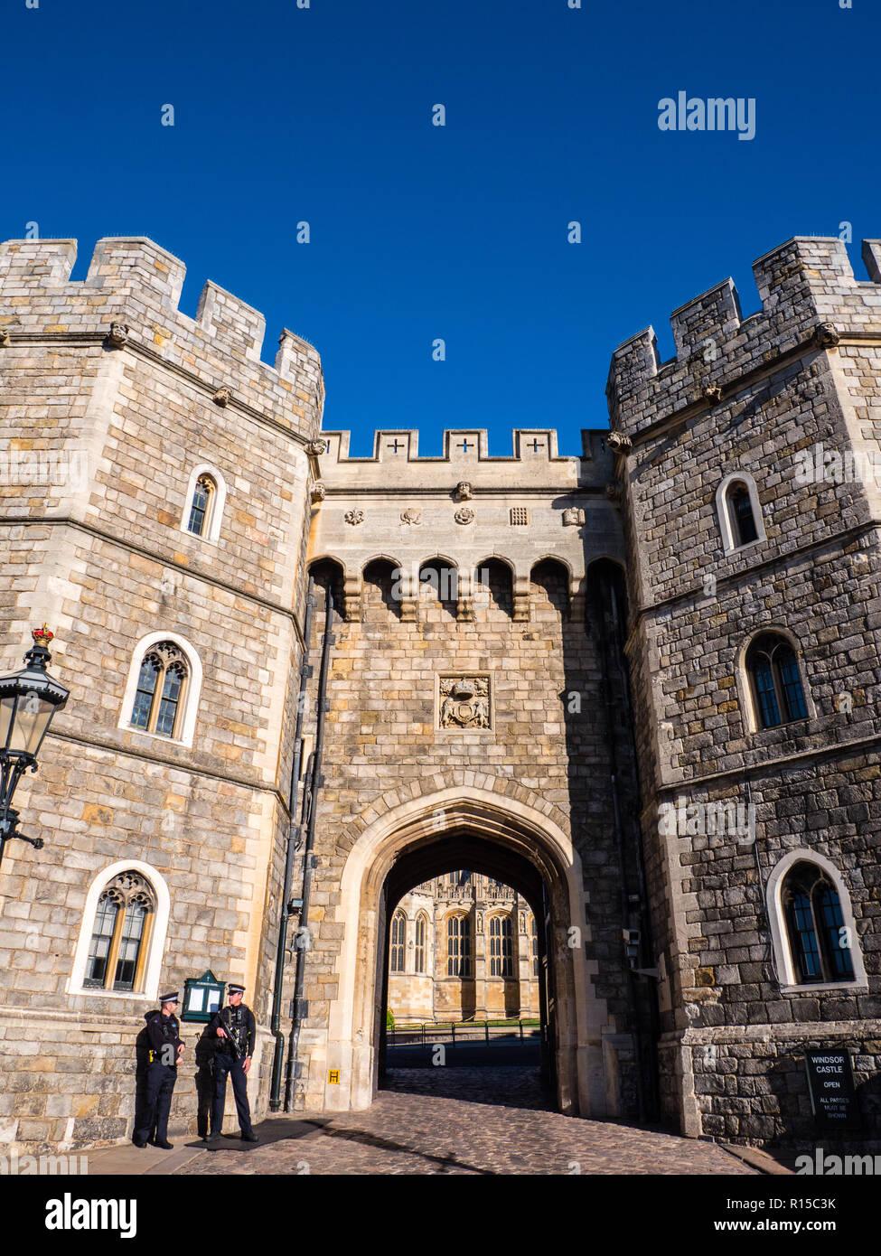 Armed Police, Windsor Castle Entrance, Windsor, Berkshire, England, UK, GB. - Stock Image
