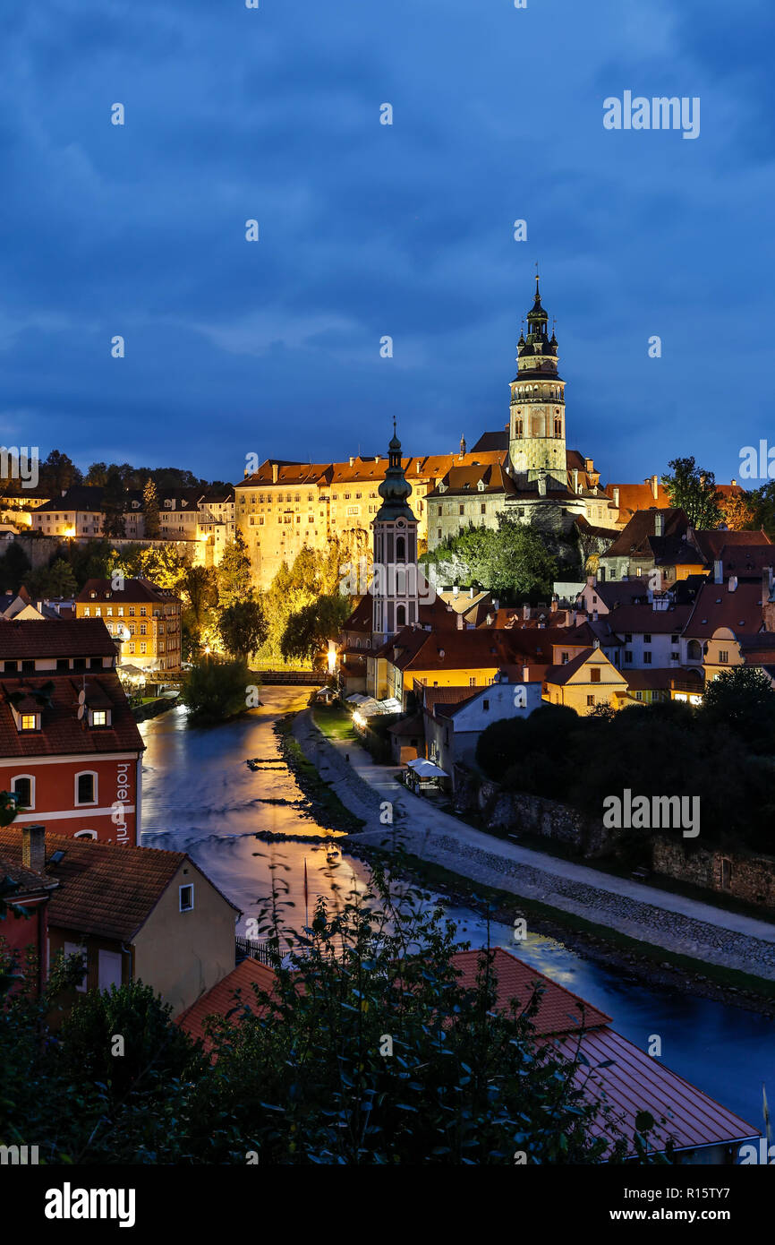 Krumlov Castle (featuring Round Tower), houses and Vltava (Moldau) River, Cesky Krumlov, Czech Republic - Stock Image
