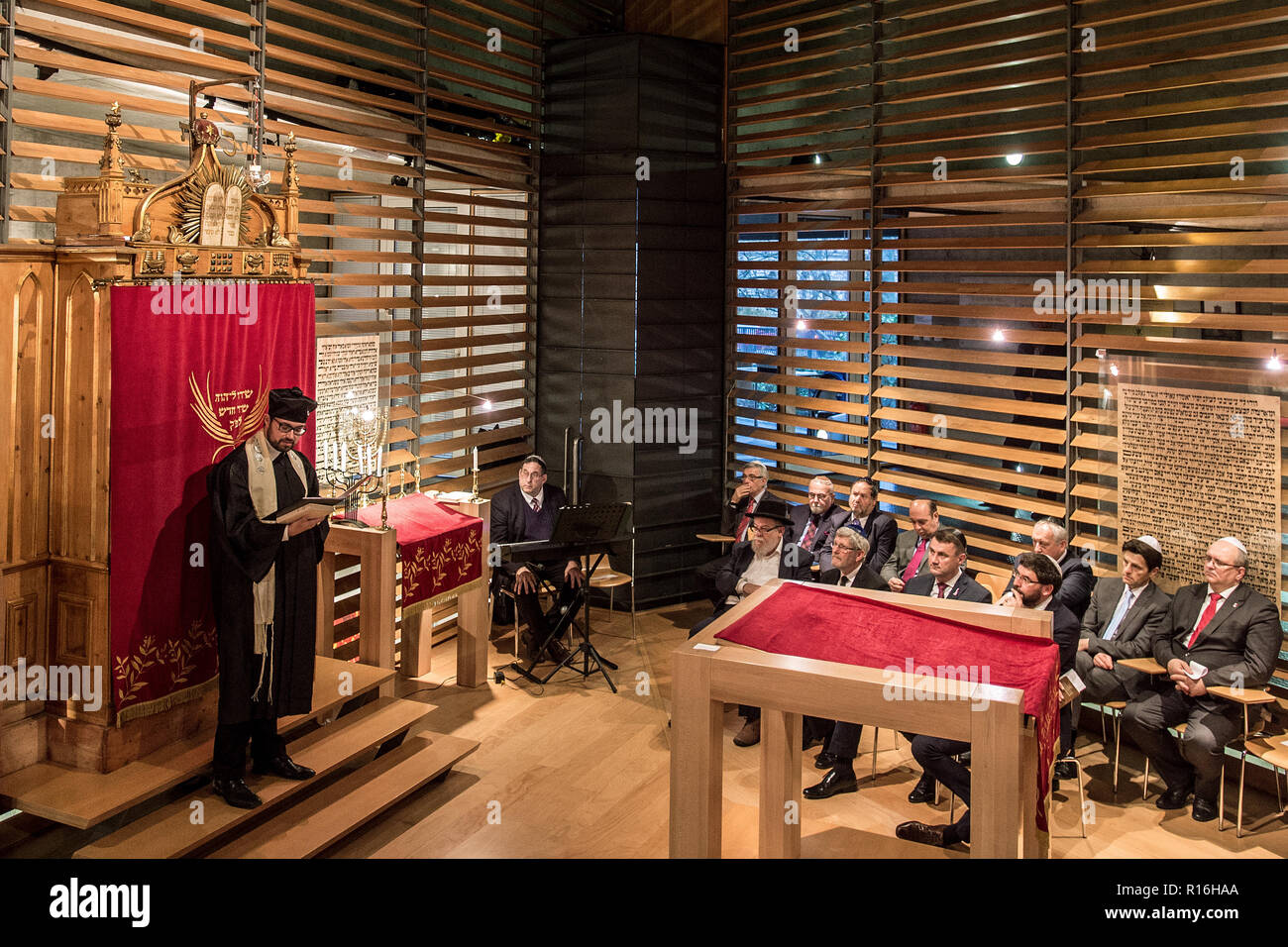 Liberec, Czech Republic. 09th Nov, 2018. The anniversary of the 1938 Kristallnacht (Crystal Night) anti-Jewish pogrom in November 1938, when the synagogue in Liberec (then Reichenberg in German) was burnt down, was commemorated in a new synagogue in the town today, on Friday, November 9, 2018. Credit: Radek Petrasek/CTK Photo/Alamy Live News Stock Photo