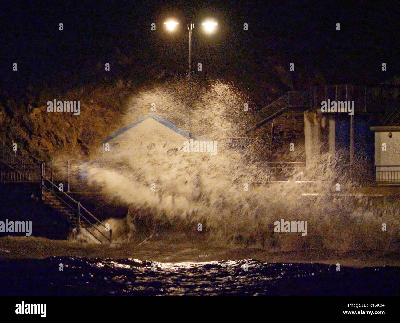 Newquay, Cornwall, UK. 9th Nov, 2018. UK Weather. Storms hit West country. Gales and huge seas hit Newquay esplanade. Credit: Robert Taylor/Alamy Live News - Stock Image