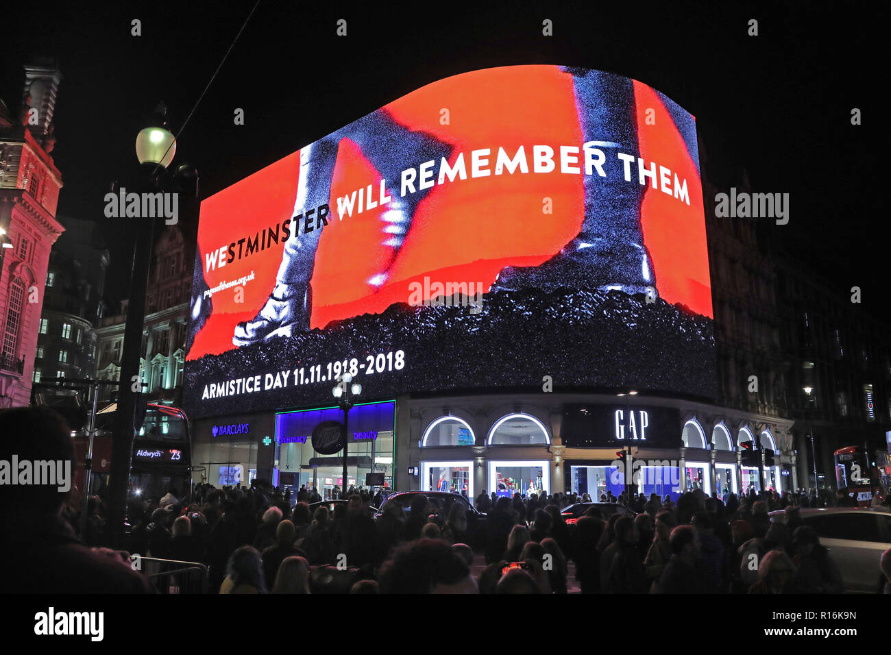 London, UK. 9th Nov, 2018. The screens of Piccadilly Circus swapped advertising for Armistice messages and marching feet ahead of a two minute silence observed at 7pm in remembrance of the 100th anniversary of the Armistice at Piccadilly Circus in London. Crowds gathered to watch as the sound of marching feet echoed through the surrounding streets. Credit: Paul Brown/Alamy Live News Stock Photo