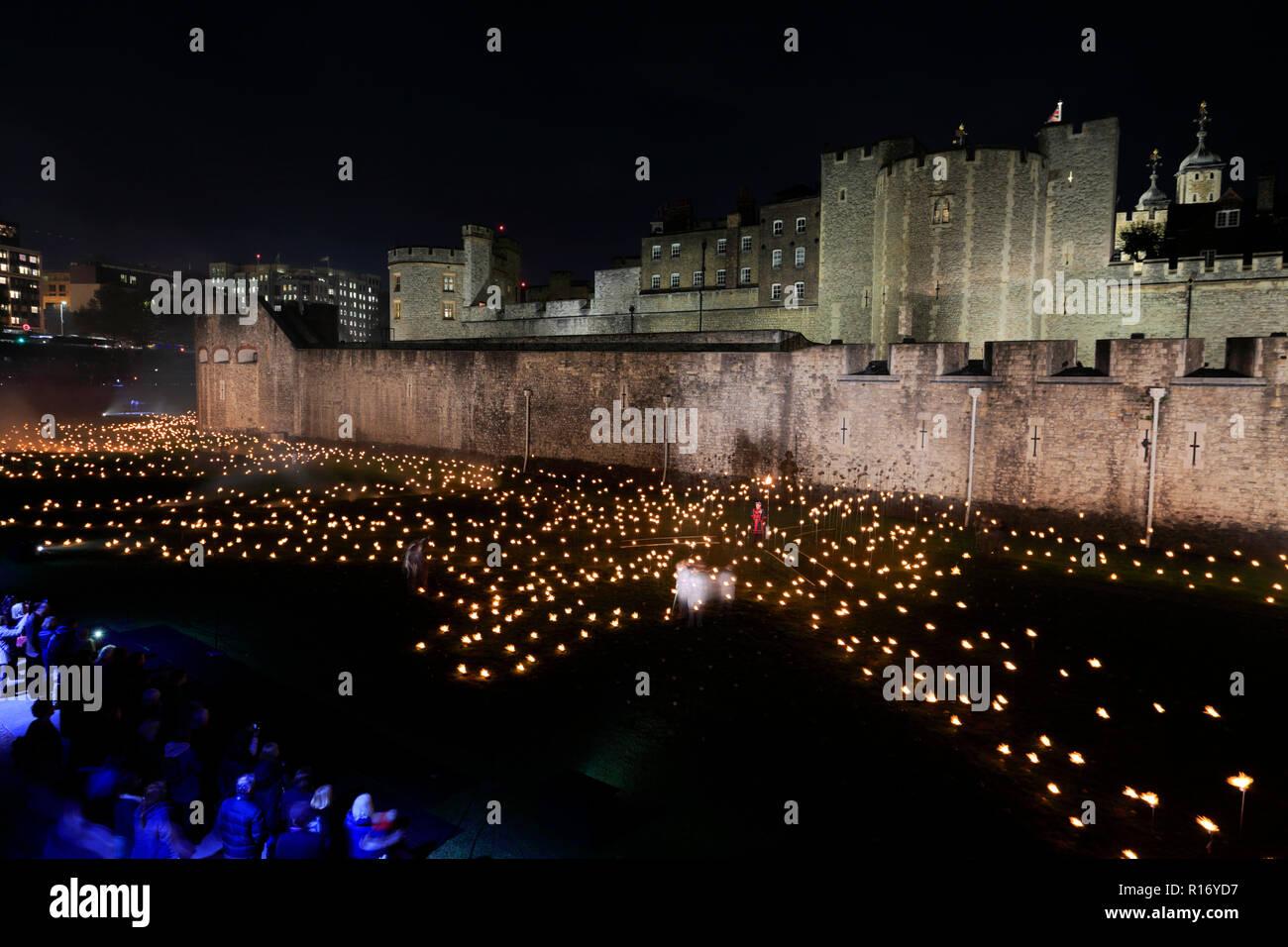 Beyond the Deepening Shadow, The 10000 lights and sound display, Tower of London, London City, England, UK Remembering the people who died in World Wa - Stock Image