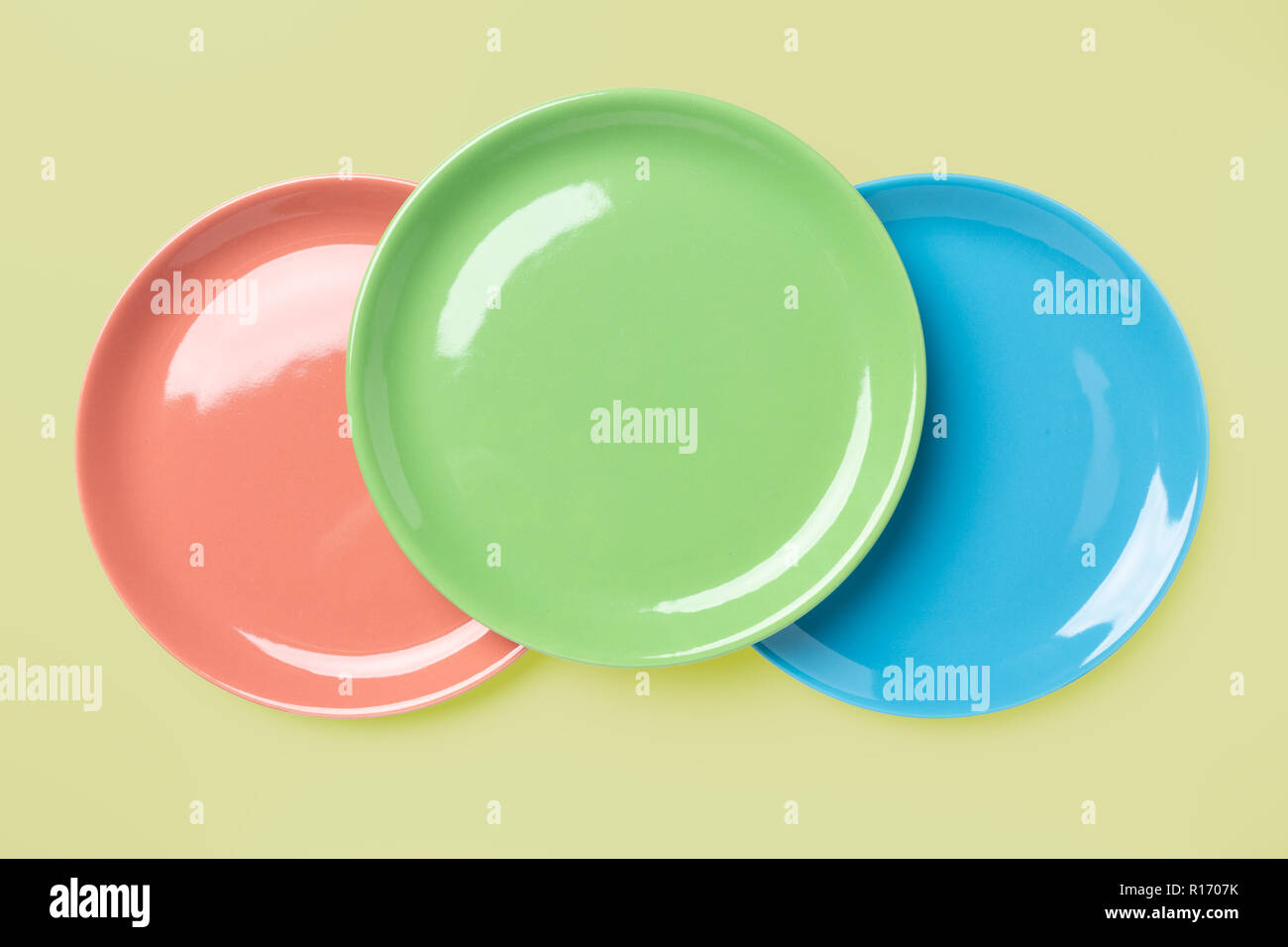 Couleur Bleu Vert Pastel blue, green and rose pastel colored plates on light yellow