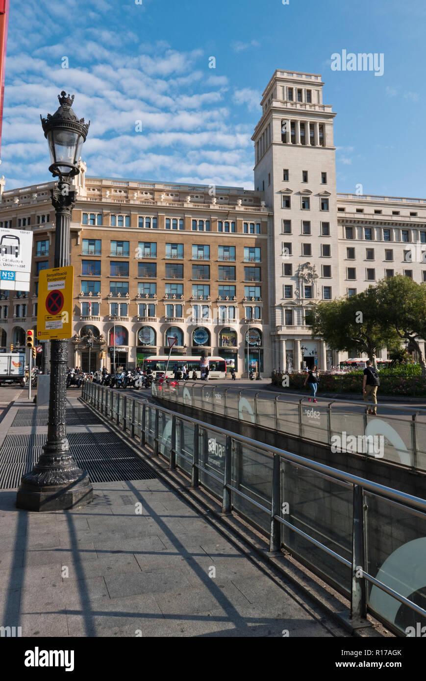 Banco Español de Crédito building in Placa Catalunya, Barcelona, Spain - Stock Image